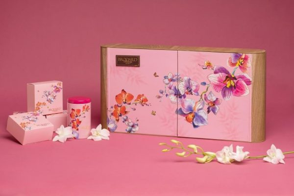 hộp giấy màu hồng